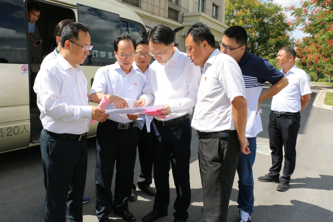 市委书记韦峰视察海潮污水处理厂
